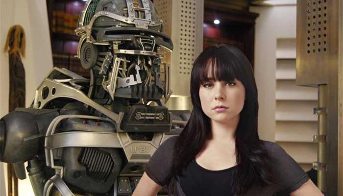 """Zoe Greystone, personagem da série Caprica, cuja """"essência"""" acaba sendo carregada no robô U-87, dando-lhe """"vida"""" após a morte da menina - Imagem: divulgação"""