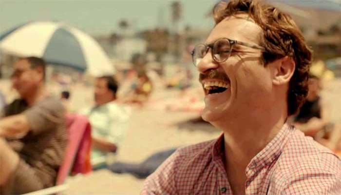 """O personagem Theodore (Joaquin Phoenix) do filme """"Ela"""" (2013): é possível se apaixonar por uma máquina e ser correspondido? - Foto: divulgação"""