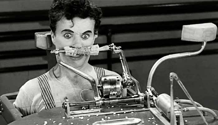 """Charlie Chaplin em cena do filme """"Tempos Modernos"""" (1936) que contrapõe uma caricata inovação à eficiência - Foto: divulgação"""