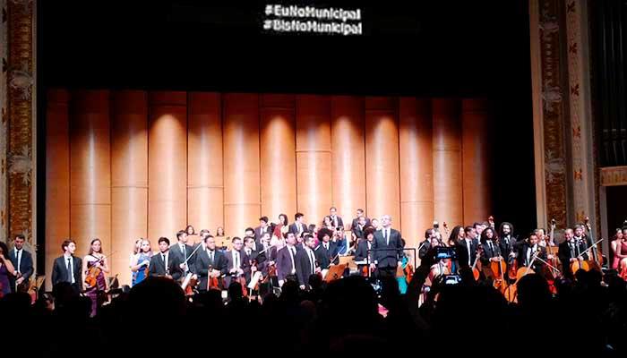 A Orquestra Sinfônica Heliópolis no Theatro Municipal de São Paulo: celulares na plateia e hashtags sobre o palco - Foto: Paulo Silvestre