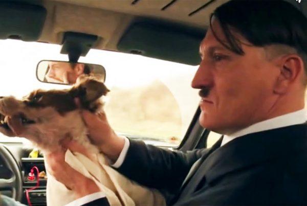 """Cena do filme """"Ele Está de Volta"""", em que Adolf Hitler """"acorda"""" nos dias atuais - Foto: divulgação"""