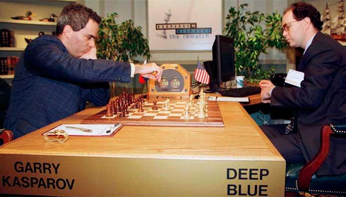 Garry Kasparov enfrenta o supercomputador da IBM Deep Blue, em 1997 — Foto: reprodução