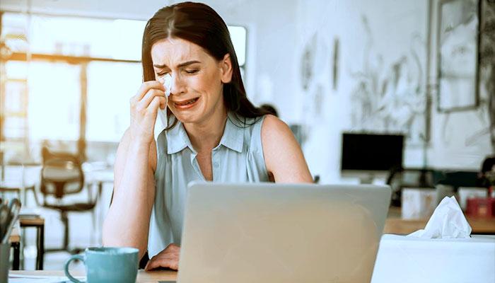 Enquanto alguns choram, outros vendem lenços online