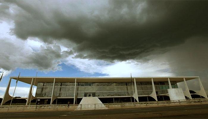 O Palácio do Planalto, sede do Executivo federal, em tempos de tempestade